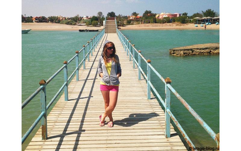 Мост, ведущий на пляж ЗейТуна