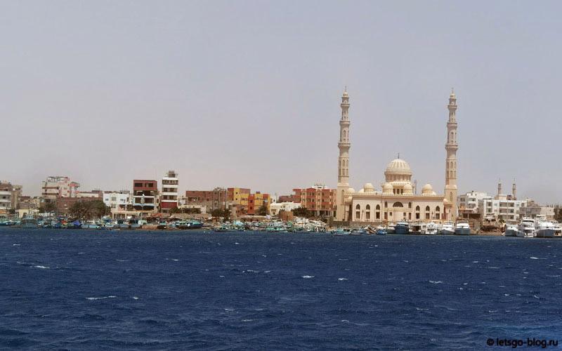 вид на мечеть Эль-Мина с моря
