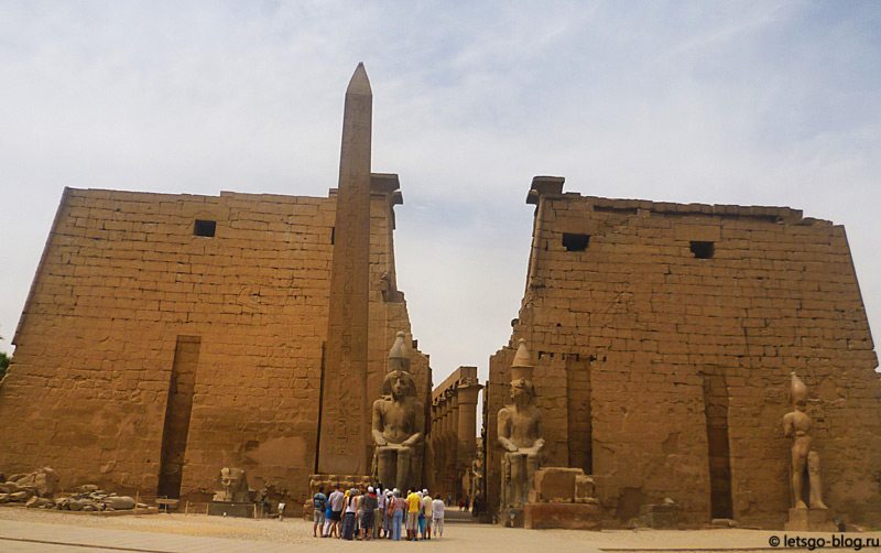 Луксорский храм. Египетская колонна