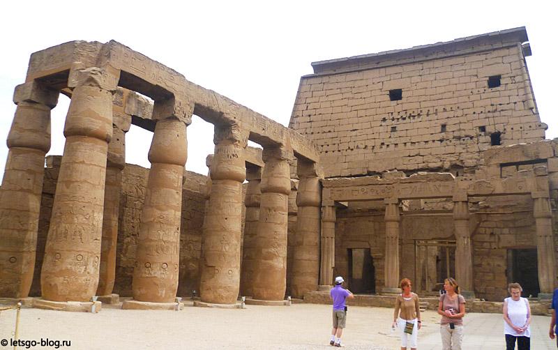 Луксорский храм. Двор Рамзеса II