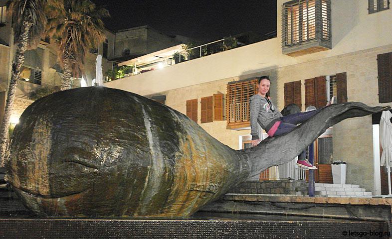 Старый Яффо. Фонтан кит