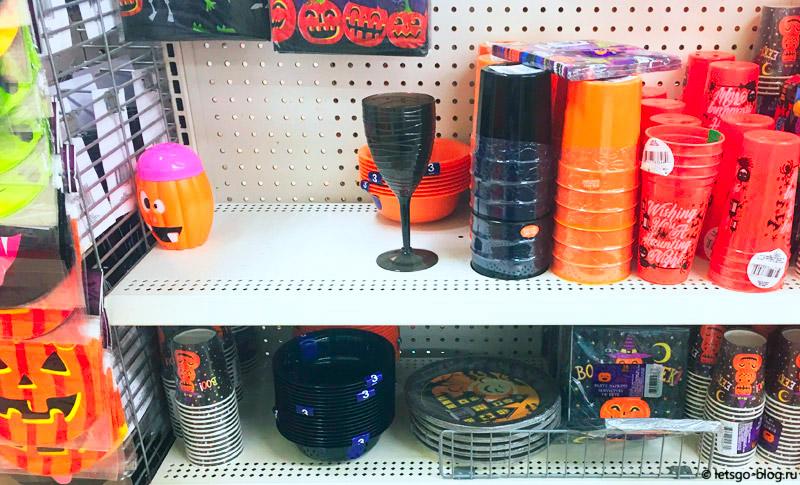 Украшения на Хэллоуин в магазинах Америки
