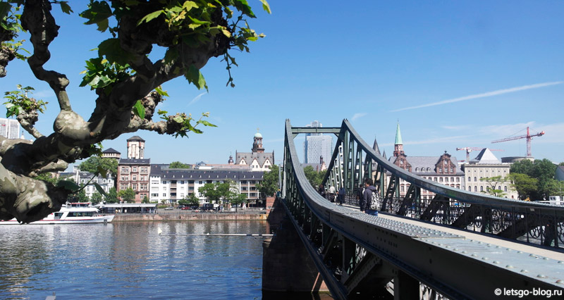 Мост через реку Майн Франкфурт