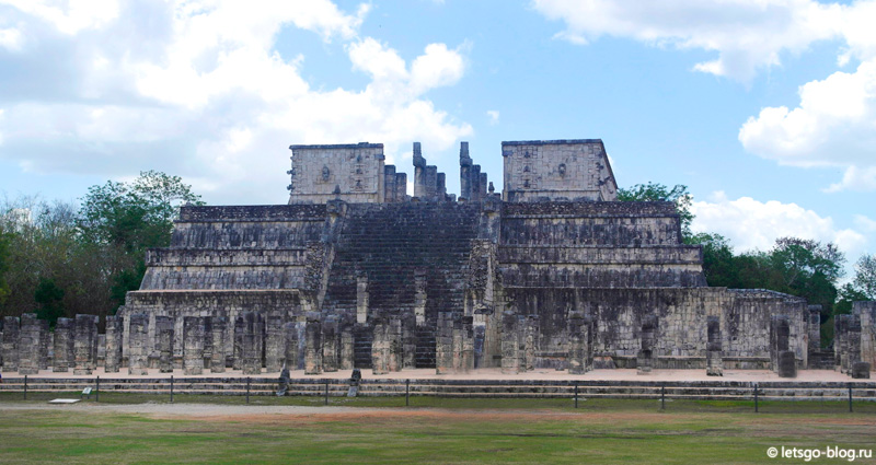 Чичен-Ица. Храм воинов (El Templo de los Guerreros)