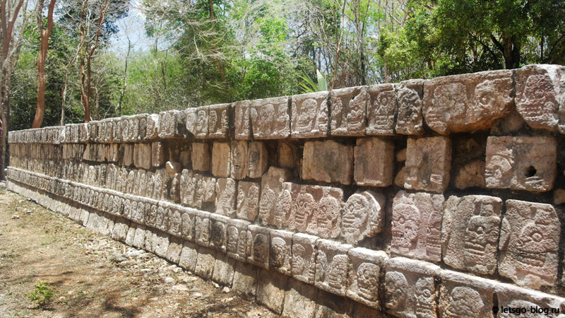 Платформа черепов Чичен-Ица