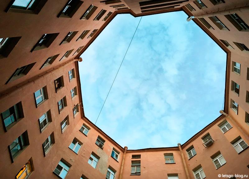 Восьмиугольный двор-колодец Питер