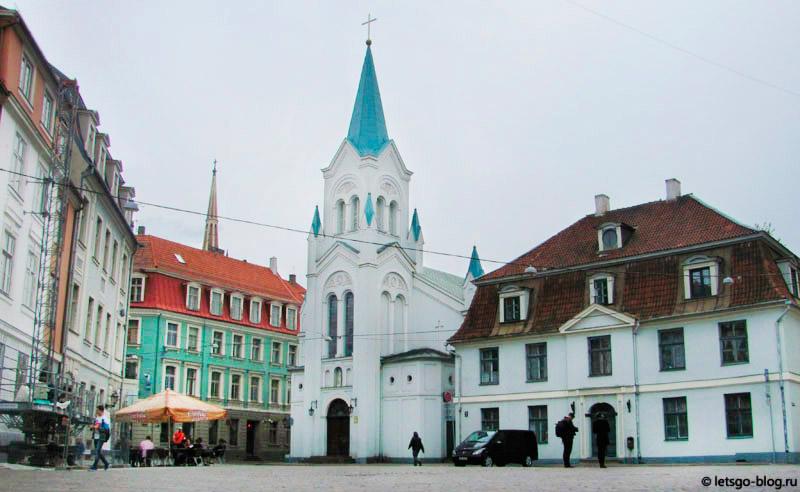 Замковая площадь Рига