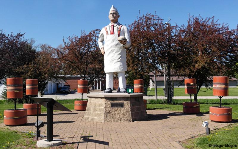 Статуя «Гамбургер Чарли»