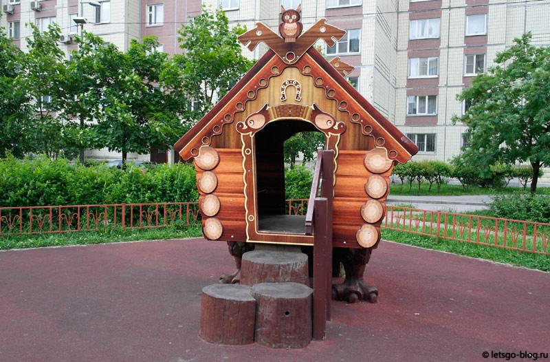 Сказочный двор на Большевиков