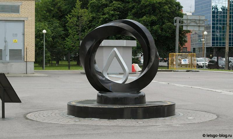 Памятник капле