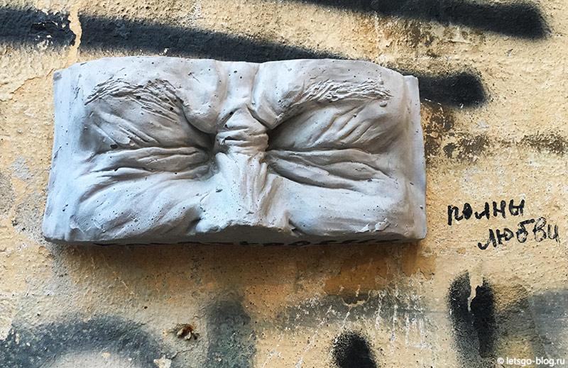 Зажмуренные глаза Давида скульптура