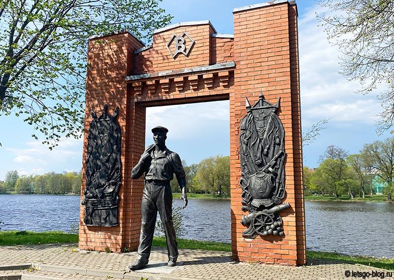 Памятник рабочим Сестрорецкого инструментального завода