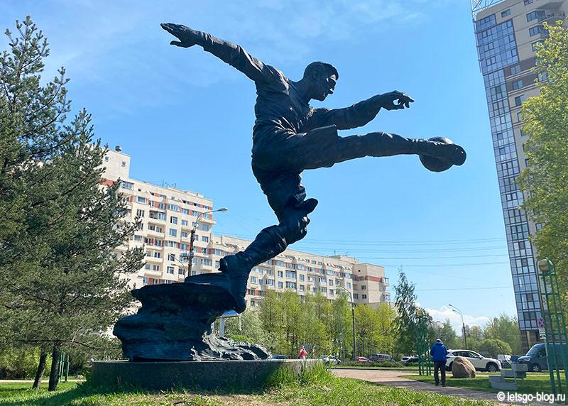 Памятник футболисту Всеволоду Боброву